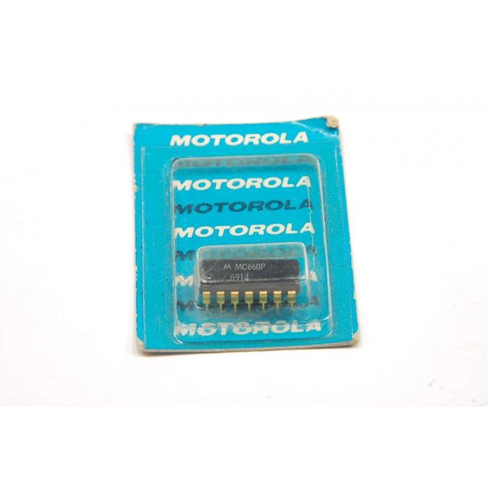 Motorola - MC660P - IC, MHTL. Expandable dual 4 Input NAND gate.