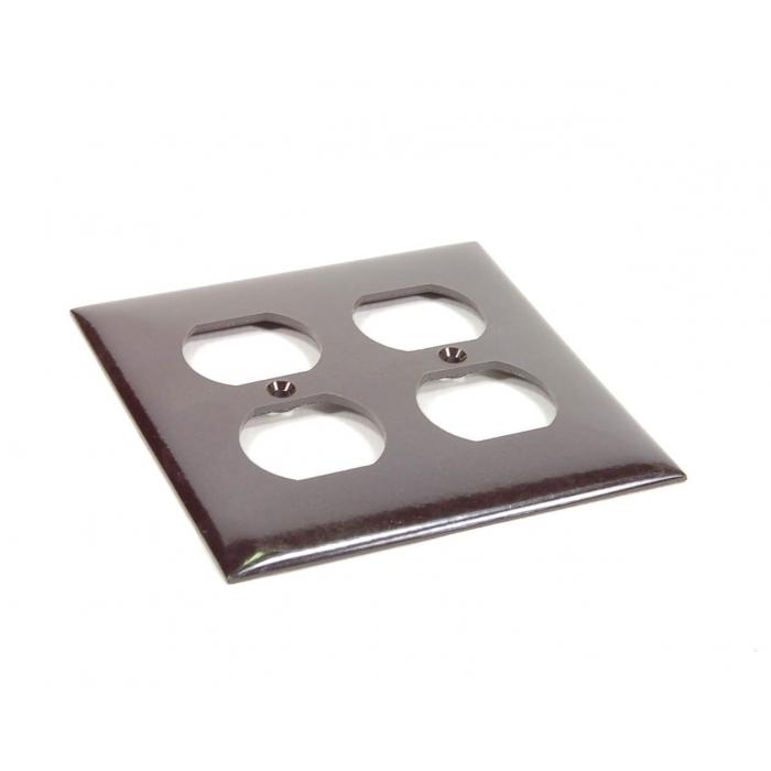 CHALLENGER - 2812-M - Standard duplex receptacle, wall plate.