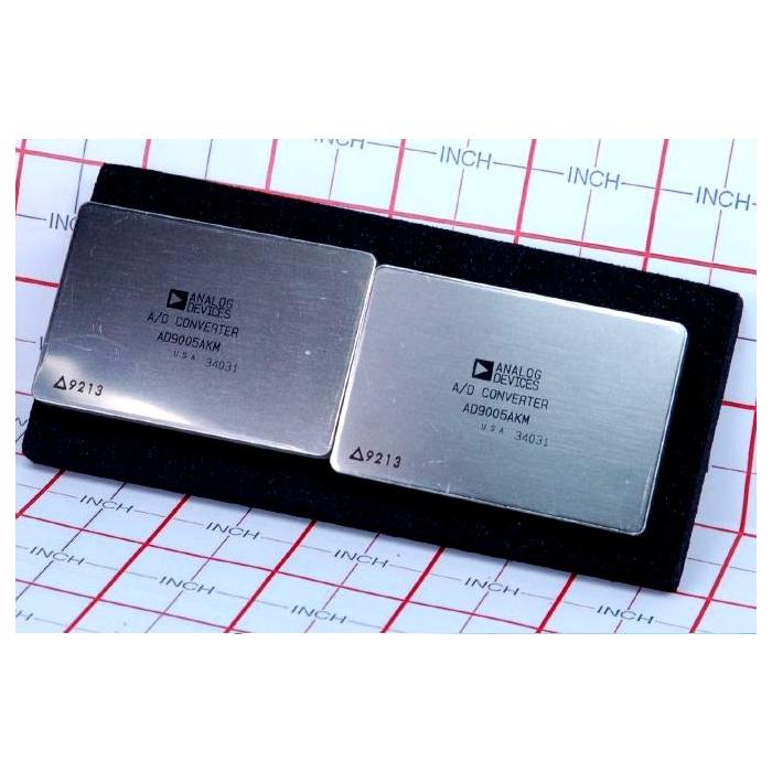 Analog Devices Inc - AD9005AKM - IC, A/D converter. 12-Bit.