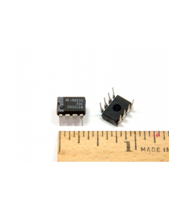 National Semiconductor Corp - ADC0832CCN - IC, A/D Converter. 8 Bit serial I/O.