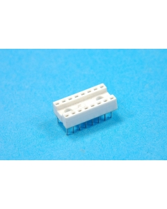 Unidentified MFG - 4-004 - Connectors, IC sockets. 16 Dip. Package of 26.
