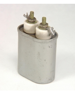 Aerovox - P150F625 / 69932-E - Capacitor, oil-filled. 4uF 270VAC 60 cycle.
