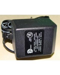 AULT INC - P35-050600A010C - AC Power Adapter. Output: 5VDC 600mA.