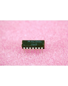 Motorola - MC846L - IC, MDTL. Quad 2 input nand gate.